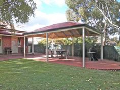 Free standing hipped gable roof made from treated permapine timber and steel posts. All colorbond roofing to match the Federation style of the homes in the Magill to Payneham areas.