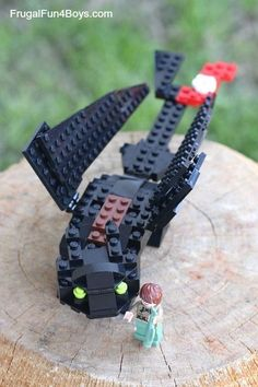 How to Build a LEGO Toothless (Inspired by How to Train Your Dragon) - Frugal Fun For Boys and Girls - How to Build a LEGO Toothless – Inspired by How to Train Your Dragon. Post includes building ins - Lego Ninjago, Lego Duplo, Lego Design, Lego Dragon, Dragon 2, Deco Lego, Instructions Lego, Lego Challenge, Lego Boards