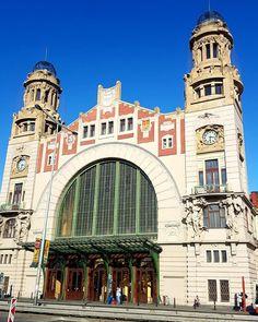 Centraal station in Praag  #nsonline #ns_online #treinleven #metrotreinleven #treinreis #onderweg #indetrein #treinstation #ophetspoor #trainstation #trein #train #treinfan #railfan #prorail #ns #nederlandsespoorwegen #werkenbijns #trainconductor #trainmanager #zugfuhrer #hoofdconducteur #mooistebaanvandewereld #treinspotting #railways #railway #spoorwegen #bestjob #greatestjoboftheworld