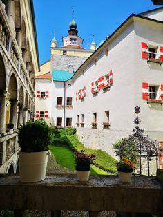 Wunderschöne Höhenburg aus dem 11. Jahrhundert Mansions, House Styles, Decor, Romanesque, Signage, Communities Unit, Viajes, Decoration, Manor Houses