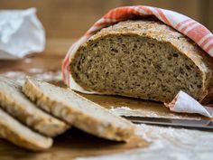 Eltefritt grovbrød med kli og kjerner Baking Recipes, Banana Bread, Desserts, Scandinavian, Cooking Recipes, Tailgate Desserts, Deserts, Postres, Dessert