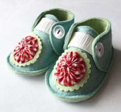 Super cute vintage website for baby gear. http://www.thebabygardner.com