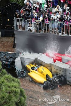 Jolyon Palmer, Renault Sport Team crashes out of the race. Browse through our high-res professional motorsports photography Le Mans, Grand Prix, Jolyon Palmer, F1 Crash, Renault Sport, Sport F1, Amg Petronas, Formula 1 Car, Thing 1