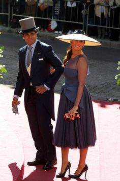 Fran Rivera y Lourdes Montes Kentucky Derby, Power Dressing, Dress Hats, Chic Wedding, London Fashion, Mother Of The Bride, Stylish Outfits, Wrap Dress, Style Inspiration