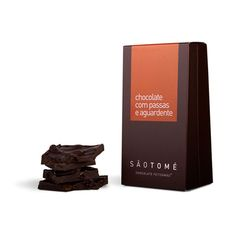 Chocolate artesanal, com passas de uva embebidas em aguardente. Peso aprox. 80g.  Sem corantes nem conservantes.
