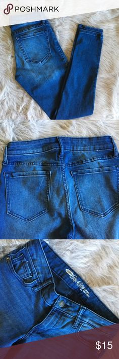 Old Navy Rockstar Low Rise Jeans Low rise jeans jeans with a soft acid wash on front. Has a small white mark on left back pocket (as shown in picture). Jeans are size 5.  ❗️Ask all questions prior to purchase ❗️No trades ❗️Offers accepted Old Navy Jeans Skinny