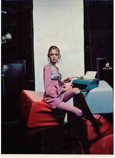 Twiggy writing on an Olivetti. Advertisement in Seventeen magazine, August 1969. Photograph by Justin de Villeneuve.