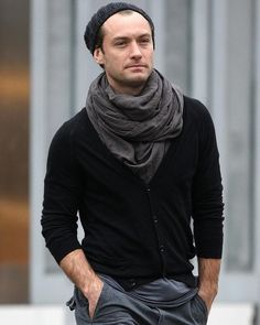 Yep, Jude Law sure knows how to wear a scarf. Also, props for wearing a beanie and not looking mildly threatening.