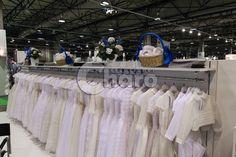 Una gran muestra de nuestros vestidos de primera comunión.  A large sample of our first communion dresses.