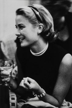lauramcphee: Grace Kelly, Cannes, 1954 (Edward Quinn) still perfect Moda Grace Kelly, Grace Kelly Style, Laura Grace, Old Hollywood Stars, Hollywood Glamour, Princesa Grace Kelly, Patricia Kelly, Divas, Hollywood Actresses