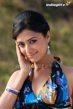 Mamta Mohandas - What Pix Malayalam Cinema, Malayalam Actress, Tamil Actress, Beautiful Indian Actress, Beautiful Actresses, Hollywood Actresses, Indian Actresses, Sexy Poses, Indian Celebrities