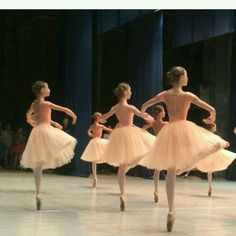 i really wanted to be a ballerina as a child Shall We Dance, Just Dance, Dance Photos, Dance Pictures, Princesa Tutu, Ballet Photography, Royal Ballet, Ballet Beautiful, Ballet Dancers