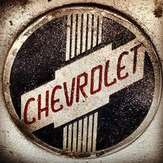 Old chevy Logos Car Signs, Garage Signs, Old Trucks, Chevy Trucks, Logo Autos, Chevy Tattoo, Pompe A Essence, Chevy Girl, Car Badges