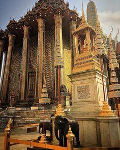 Templo do Buda de Esmeralda em Bangkok #thailandluxe #thailandinsider #thailandtextbook #aboutthailand #tailandia #thailand  #asia #blogmochilando  #bangkok