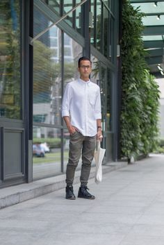 SHENTONISTA: Good Vibes. David, Architect. Top from Uniqlo, Pants from Publish, Bag from MUJI, Shoes from Nike. #shentonista #theuniform #singapore #fashion #streetystyle #style #ootd #sgootd #ootdsg #wiwt #popular #people #male #female #womenswear #menswear #sgstyle #cbd #Uniqlo #Publish #MUJI #Nike