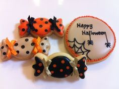 Cute candy cookies for Halloween. Too bad I've already baked all my cookies! Maybe next year :-)