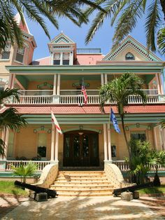 Seaside Whimsy  Large Key West resorts showcase seaside-inspired hues like light cerulean blue, pale salmon pink and sand-colored shades. Victorian gingerbread architecture, such as the hand-carved latticework and decorative porch brackets, accentuate the whimsical look of this house.
