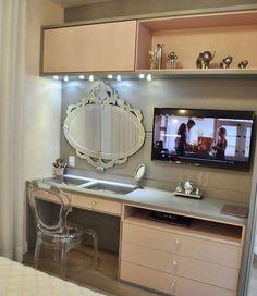 Cantinho fofo no quarto de menina com penteadeira e TV no mesmo móvel. Via @inspiracao_pracasa Por Achilles arquiteto.