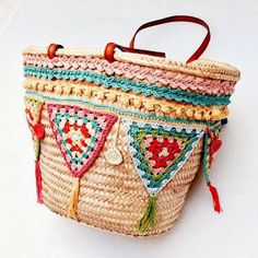 Crocheted trim inspiration                                                                                                                                                                                 Más Crochet Handbags, Crochet Purses, Crochet Bags, Hippie Bags, Boho Bags, Bohemian Bikini, Diy Sac, Embroidery Bags, Craft Bags