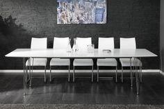 Esstisch CECILE Klavierlack Weiss170-270cm ausziehbar. Der Designer Esstisch /Konferenztisch Cecíle setzt mit seiner Leichtigkeit eine besondere Note. Die aus verchromten, massivem Stahl gefertigten Tischhalterungen treten durch ihre filigrane Aufbauweise dezent in den Hintergrund. Das Kernmaterial des Designer Esstisch / Konferenztisch Cecíle ist aus MDF gefertigt, das ihm Stabilität und Standfestigkeit verleiht. Bei Qubo Design