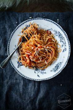 Sardiinipasta resepti Great Recipes, Chili, Spaghetti, Ethnic Recipes, Food, Chile, Essen, Meals, Chilis