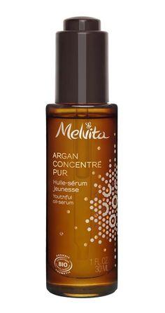 L'arganier peut vivre 200 ans dans un environnement aride grâce à son incroyable pouvoir de renouvellement. Melvita a encapsulé dans ce sérum 255 gouttes* d'huile d'arganrevitalisante et un puissantacide aminéanti-âge. * Équivalent à 17% d'huile d'argan Serum Anti Age, Acide Aminé, Fragrance Parfum, Starbucks Iced Coffee, Coffee Bottle, Shampoo, Perfume Bottles, Organic Beauty, Environment