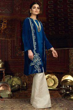 Pakistani Formal Dresses, Pakistani Outfits, Indian Outfits, Beige Dresses, Velvet Dresses, Latest Salwar Suit Designs, Velvet Dress Designs, Velvet Suit, Dress Drawing