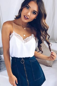 Comprar 2018 Mulheres sexy V neck lace patchwork tanque camis mangas backless ve… Buy 2018 Women's Sexy V-Neck Lace Patchwork Tank Camis Sleeveless Backless Summer Casual Solid White Black Fashion Women Crop Tops Cute Summer Outfits, Spring Outfits, Trendy Outfits, Summer Outfits For Teen Girls Hipster, Spring Clothes, Summer Clothing, Classy Outfits, Chic Outfits, Winter Outfits
