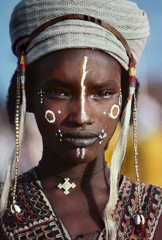 Africa | The Wodaabe.  The Sahel, Niger. 1986 | © Steve McCurry