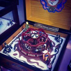 Caixa de música de Natal com carrossel, luzes e várias músicas.  Music box in wood with movement, music and lights.  With a carousel.