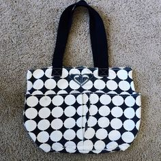 Roxy tote Black and white tote/bag. Roxy brand. In good condition! Has a few small marks on it, but it is machine washable and cleans easily! 15in wide and 12in tall. Has two large front pockets Roxy Bags Totes