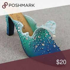 "COLLECTIBLE - Just The Right Shoe - The Wave These Beautiful Collectible Miniature Shoes are such a ""showpiece"" and can either start or add to your collection!!! ""The Wave"" is a jeweled slipper with lovely ombre colors of seafoam to teal. Retired in 1999, it is soon to be on the ""Rare"" list.  Only 1 owner, who kept her entire collection behind glass. 4"" in size. Just the Right Shoe Other"