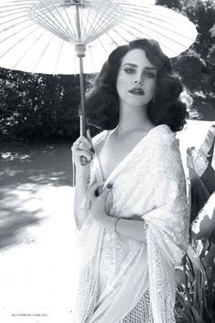 Lana Del Rey (With A Swingier 'Do!) Is Muy Caliente For L'Officiel Paris reports that singer Lana Del Rey was photographed for L'Officiel Paris in a Spanish-themed editorial. Hollywood Glamour, Old Hollywood, Hollywood Icons, Myrna Loy, Natalie Wood, Dirty Dancing, Rita Hayworth, Album Design, Grace Kelly