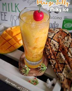 Resep minuman ala cafe Instagram Dessert Drinks, Dessert Recipes, Mango Jelly, Milk Tea Recipes, Coffee Shop Menu, Recipe Details, Cookie Desserts, Healthy Drinks, Matcha