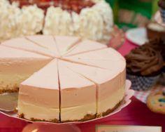 Punaherukka-valkosuklaakakku « Leivontablogi Makeaa Pie Recipes, Sweet Recipes, Cute Cakes, Something Sweet, Desert Recipes, Sweet Treats, Deserts, Food And Drink, Tasty