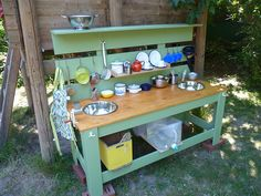 "Loving this Mud Kitchen from Simone Dallmeier-Büttner, Waldorfmanufaktur ("",)"