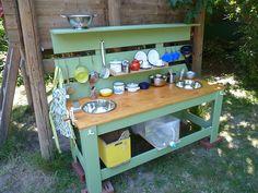 "Loving this Mud Kitchen from Simone Dallmeier-Büttner, Waldorfmanufaktur ("",)"
