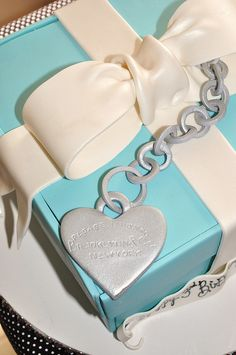 Tiffany Cake for Breakfast at Tiffany`s party