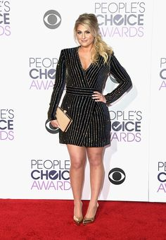 people´s-choice-awards-Meghan-Trainor-de-Balmain:LOOKS FESTA MAIS BAPHOS DO PEOPLE´S CHOICE AWARDS 2016! Os melhores looks festas que brilharam no red carpet do People´s Choice Awards 2016… Pra gente se inspirar e também arrasar no badalo!