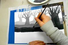 In classes of 7th Grade (12 year-old)we have painted a forest of trees without preliminary drawing, using directly the brushes and the acrylics paints on the white paper. To make the effect of t…