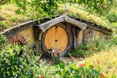 映画のロケのために、1999年に造られたホビット村。小人がひょっこり出てきそうな可愛いお家は、まさに物語の世界そのもの。