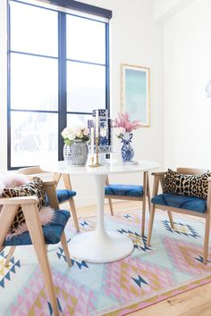 Rooms We Love Home Tour Navy and Pink Modern Glam Breakfast Nook Glittler Guide elodie rug blue and white tabletop vases gold candlesticks black windows wishbone chairs white round table colorful dining room Decorating Your Home, Diy Home Decor, Room Decor, White Round Tables, Dining Room Design, Dining Rooms, Love Home, Mid Century Furniture, Studios