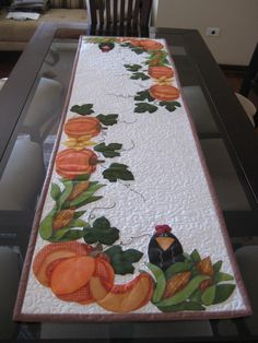 Pumpkins and Crows Table Runner. Cute for a Fall Table. - Fall Rugs - Ideas of Fall Rugs Thanksgiving Table Runner, Table Runner And Placemats, Table Runner Pattern, Quilted Table Runners, Fall Table, Quilting Projects, Quilting Designs, Fall Crafts, Diy And Crafts