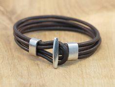 Armband met haaksluiting in bruin of zwart