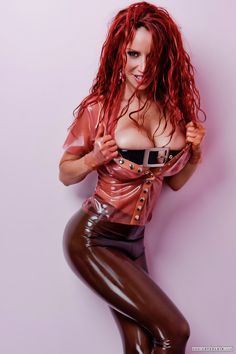 Latex Fetisch Girl Bianca Beauchamp in Latex Leggings und Hemd