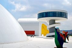 Oscar Niemeyer Was One of the Most Futuristic Architects of All Time Oscar Niemeyer, Congress Building, Bauhaus, Concrete Column, Church Of Our Lady, Building Design, Decoration, Architecture Design, Inspiration