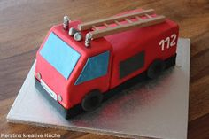 Mein Großer liebt die Feuerwehr – da mu… Tatü, tata – here comes the fire department! My big loves the fire department – there had to be a special cake for the third birthday of course …