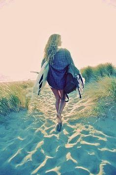 Be the first girl down to the beach Summer Surf, Summer Breeze, Summer Vibes, Summer Days, Surf Girls, Beach Girls, Beach Bum, Surf Hair, Surfer Girl Style