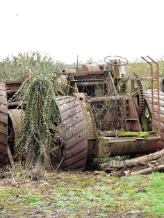 Archived Report - Dredging engine from Welford on AvonDecember 2012 Steam Tractor, Tractor Pulling, Antique Tractors, Abandoned Cars, Unique Cars, One Pic, Urban Decay, Military Vehicles, Engineering