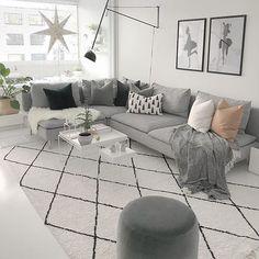 Huomenta Ihanaa itsenäisyyspäivää #suomi100 #omakoti #sisustaminen #sisustusinspiraatio #olohuone #livingroom #livingroominspo #livingroomdesign #interior #interiordesign #interiorinspo #whitehome #whiteinterior #valkoinenkoti #inspiroivakoti #skandinaavinenkoti #etuovisisustus #instakodit #mynordicroom #hellinterior1 #heminspiration #mitinspo #hus10a #vackrehjem #thursdayinspoo #blackandwhiteinterior #cozyhome #sisustus #haydesign